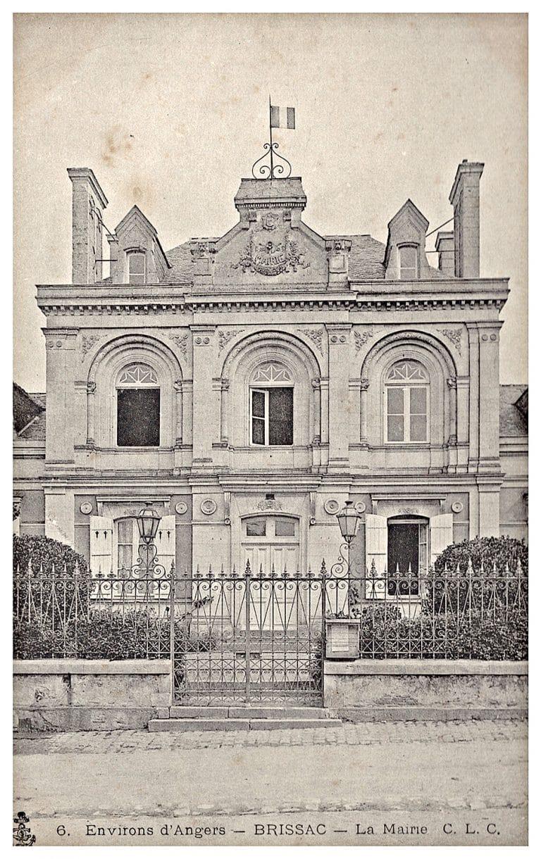 Carte postale de la mairie de Brissac