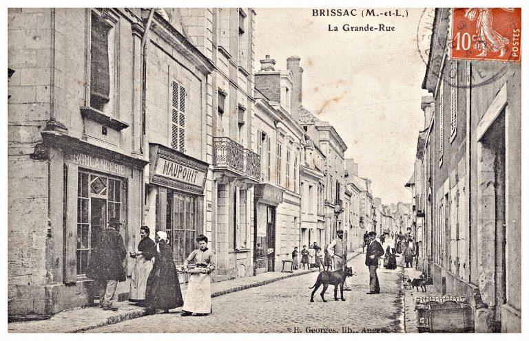 Carte postale de Brissac, boulangerie Grande rue.