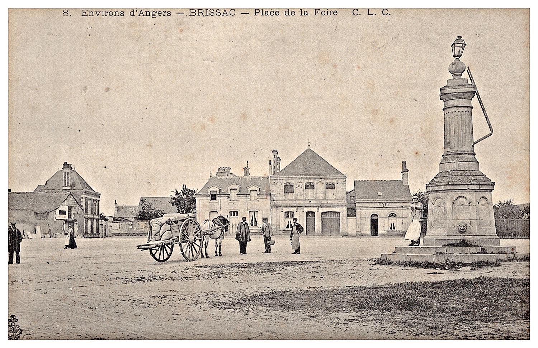 Brissac, place de la foire