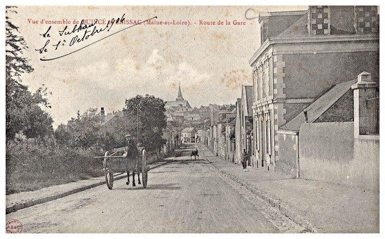 Carte postale de Quincé, route de la gare.